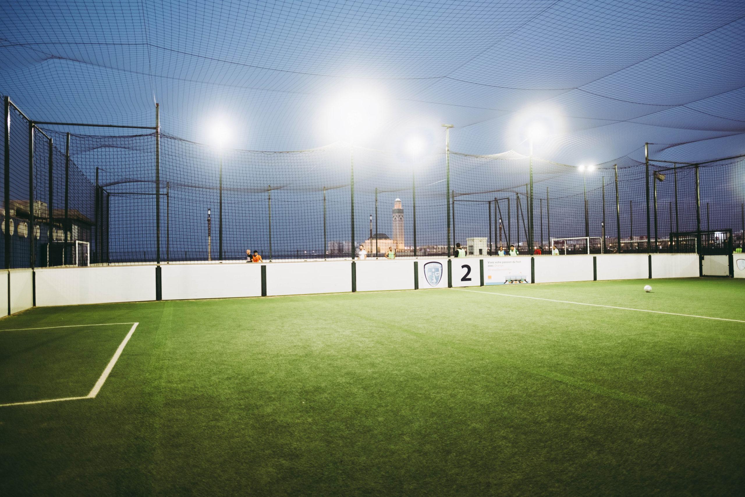 Wat kost sportveldverlichting? Onze speciale pakketten maken goede energiezuinige verlichting voor elke club haalbaar.